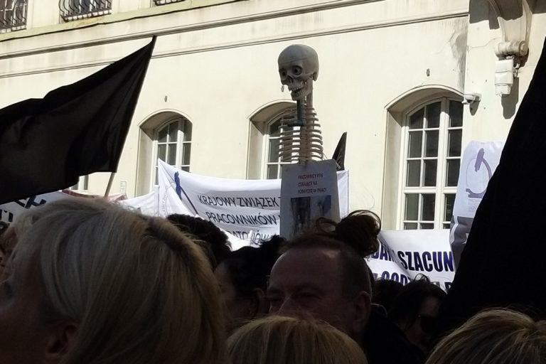 Nie zawiązujcie rąk medykom – protest przed MZ